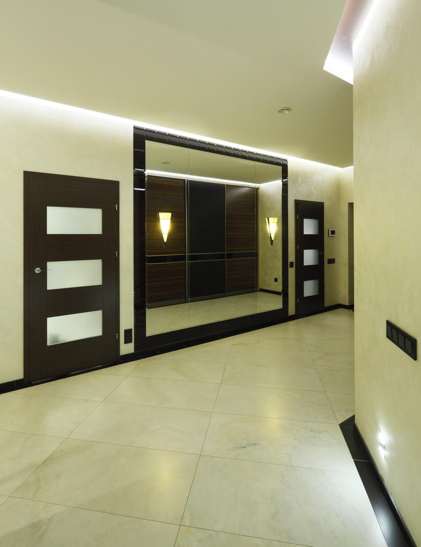 Дизайн прихожей в четырехкомнатной квартире