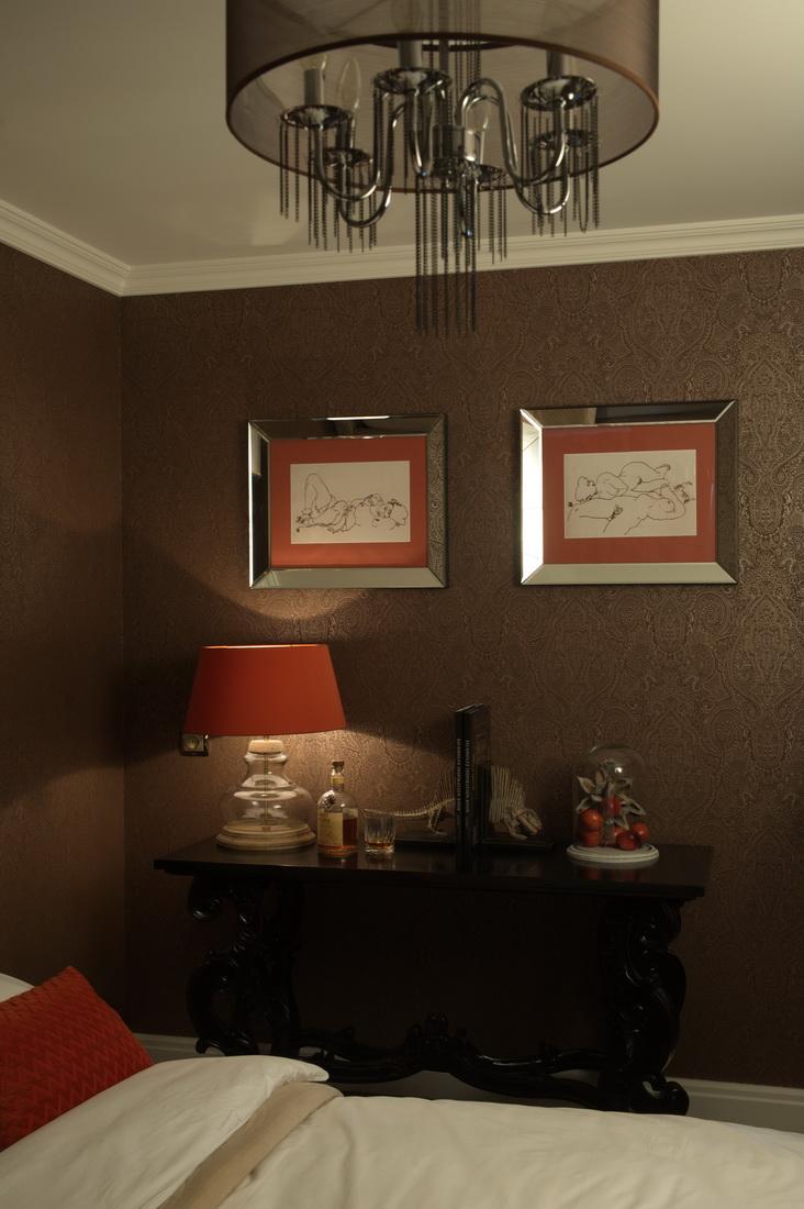 Оформление дизайна спальни с красными акцентами