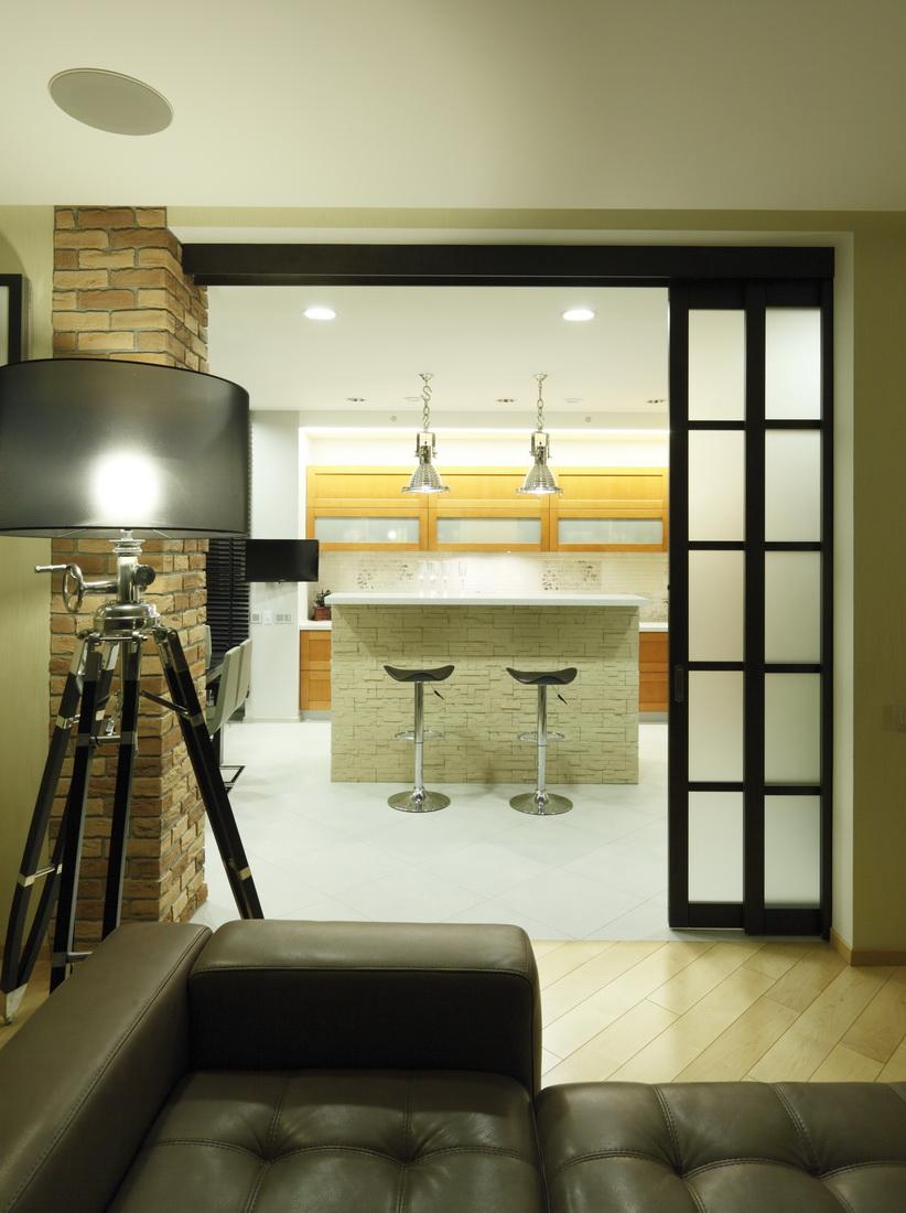 dizajn-stolovaja-kvartira-zolotoj-majontak-griboedova-minsk